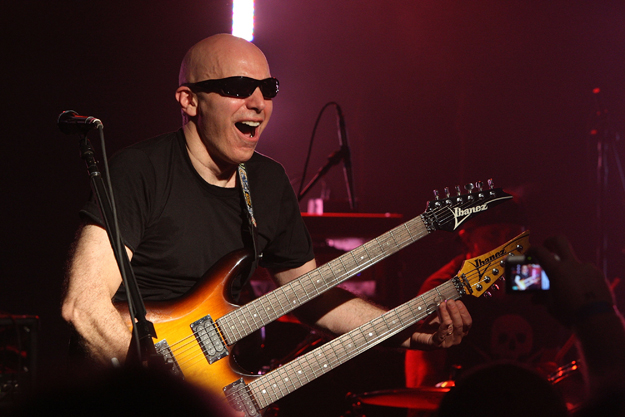 Joe Satriani on Recording Chickenfoot 'III' – 'We All Wanted a Lot ...