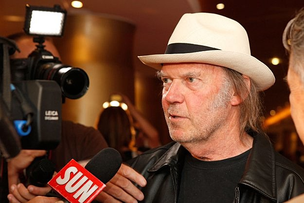Neil Young: Writing New Memoir 'Fit Me Like A Glove' - neilyoung