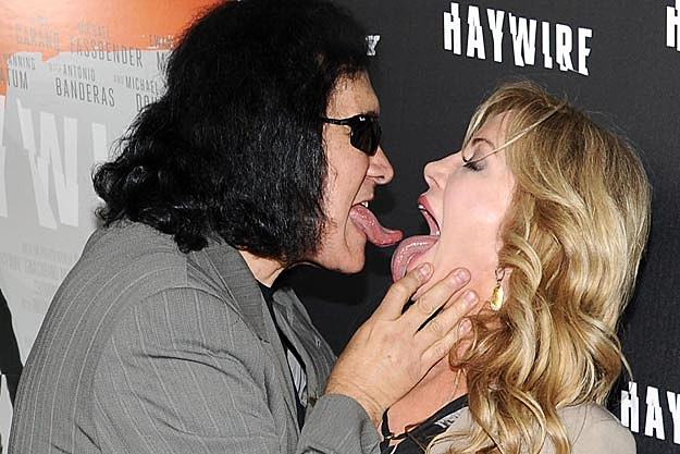 Gene Simmons' lovely and fierce wife Shannon Tweed is declaring war.