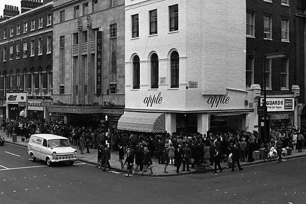 45 лет назад The Beatles открыли The Apple Boutique