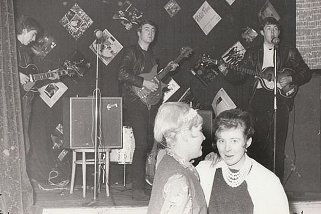 Foto rara de show dos Beatles para 18 pessoas foi vendido no Ebay