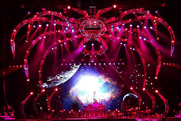 Kiss New Stage