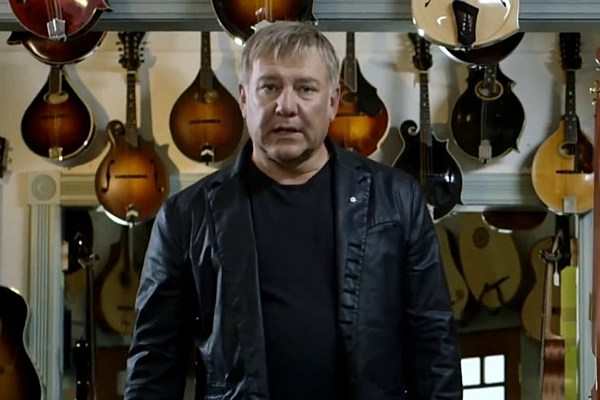 Alex Lifeson Appears in Commercial for Kidney Foundation