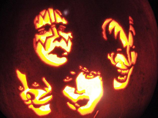 Kiss Pumpkin 5