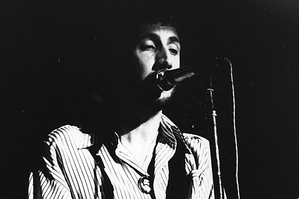 TIL at a 'The Who' concert in 1969, a man rushed the stage and tried to take the microphone. Roger Daltrey punched him in the face, and Pete Townshend kicked him in the crotch. The man was actually a plain-clothes policeman trying to warn of a large fire next door. Townshend was later arrested