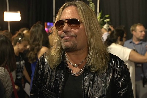 vince neil thinks 39 young country is really the new rock 39 n. Black Bedroom Furniture Sets. Home Design Ideas