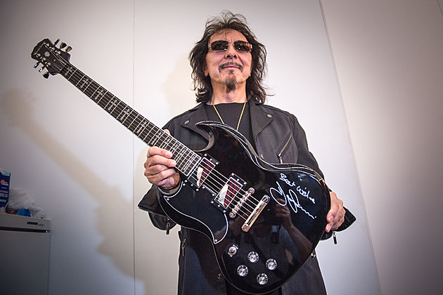 tony iommi on black sabbath 39 s final shows his cancer battle and future plans exclusive interview. Black Bedroom Furniture Sets. Home Design Ideas