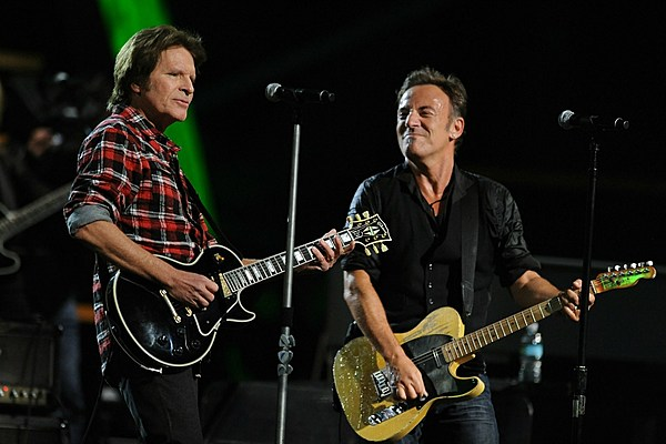 john fogerty supports bruce springsteen and dave grohl 39 s 39 fortunate son 39 cover. Black Bedroom Furniture Sets. Home Design Ideas