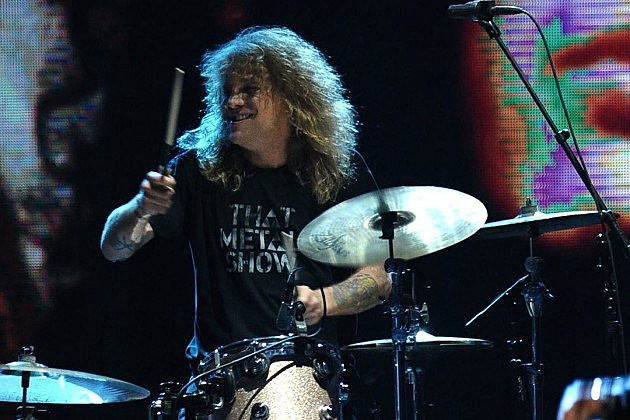 Steven Adler Says Guns N' Roses Owe It to Their Fans to Reunite