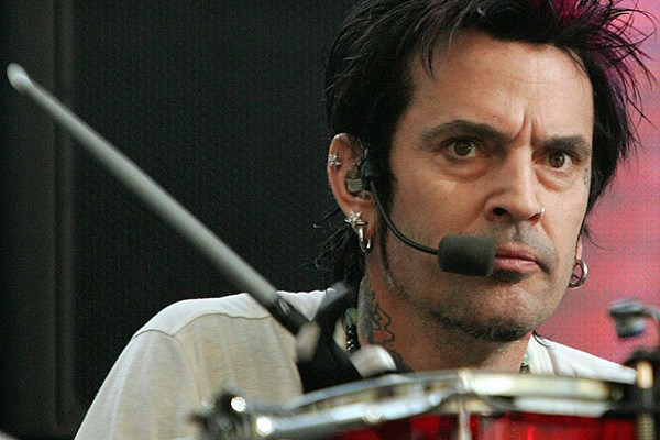 Tommy lee admits he d love to see motley crue in the rock and roll