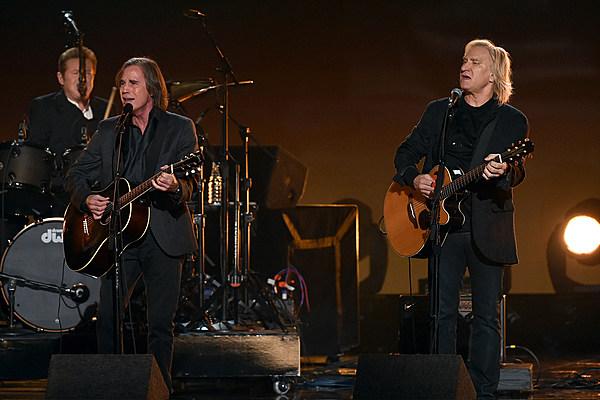 Eagles Jackson Browne Pay Emotional Tribute To Glenn Frey At The Grammys