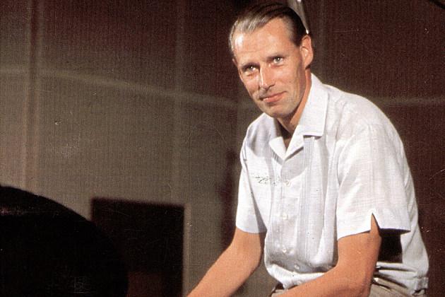 beatles producer george martin dead at 90. Black Bedroom Furniture Sets. Home Design Ideas