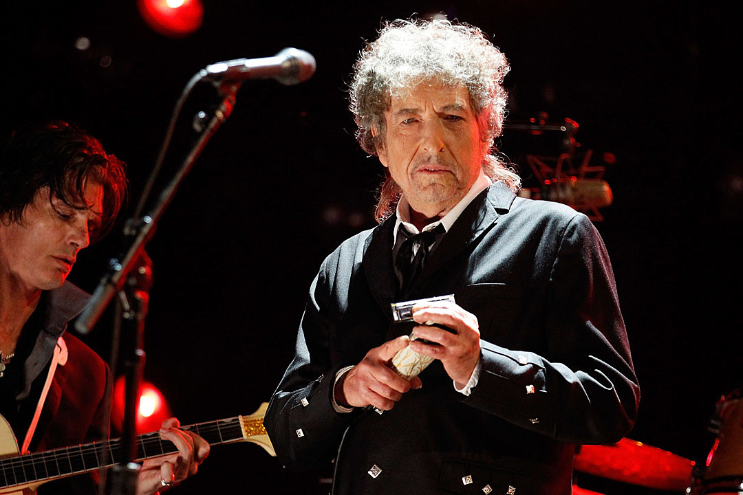 Bob Dylan Will Finally Get His Nobel Prize