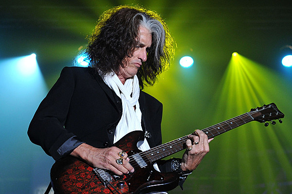 joe perry says aerosmith hasn 39 t decided to say goodbye in 2017. Black Bedroom Furniture Sets. Home Design Ideas