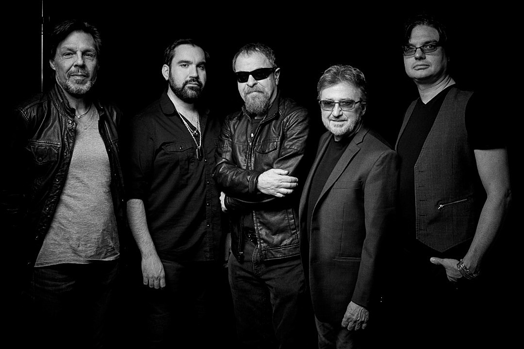 Watch Blue Oyster Cult Perform Dont Fear The Reaper In Clip