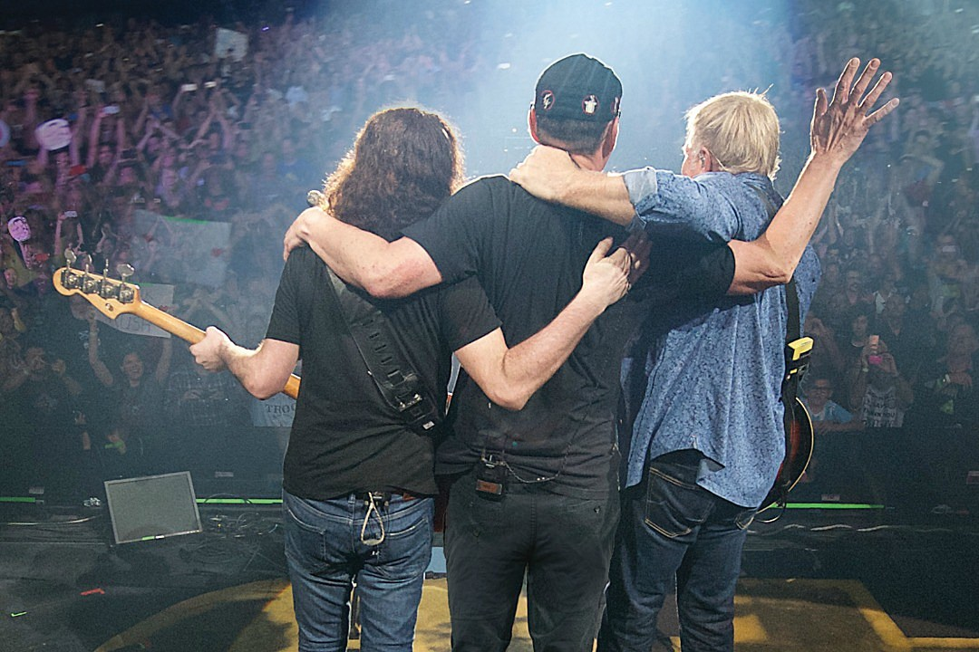 Rush Post Fan Interview Clip From 'Time Stand Still' Documentary