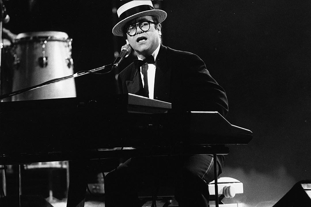 That Time Elton John Underwent Voice Altering Throat Surgery