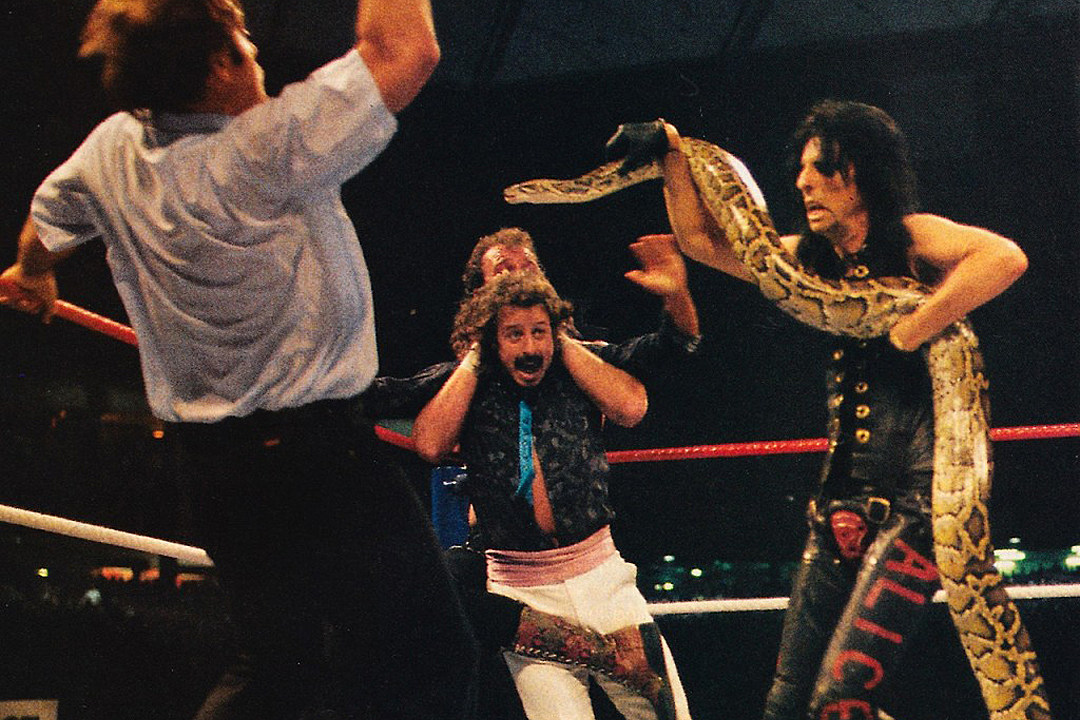 30 Years Ago: Alice Cooper Slithers Into Action at Wrestlemania III