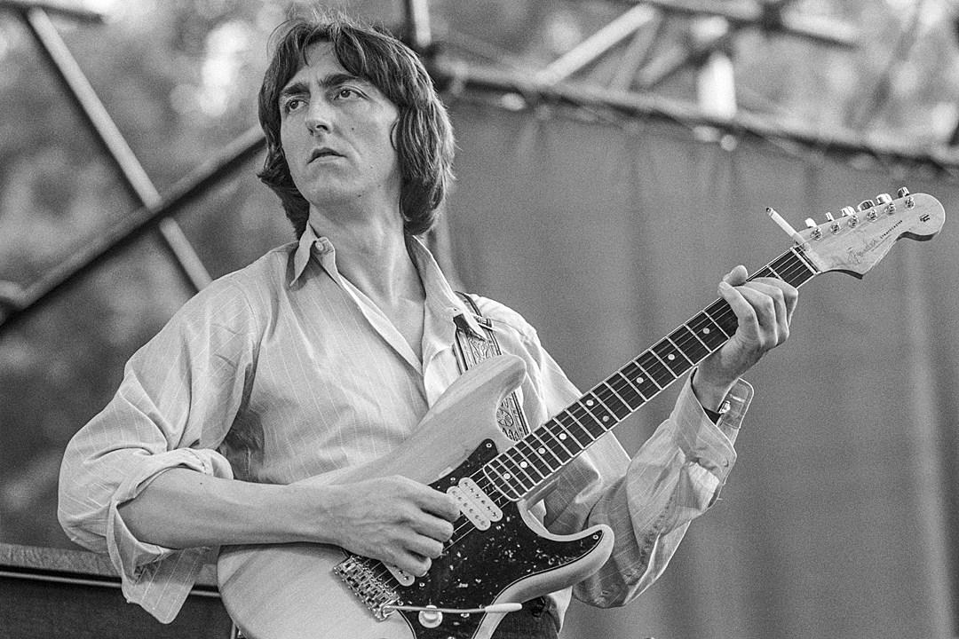 Guitar Pioneer Allan Holdsworth Dies