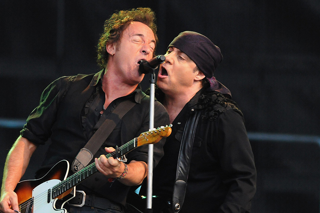 Bruce Springsteen Releases Rarity-Filled Concert From 2008