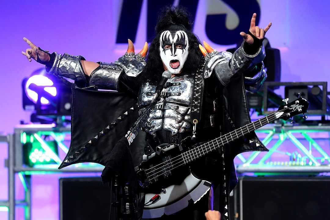Gene Simmons withdraws trademark application for devil horns