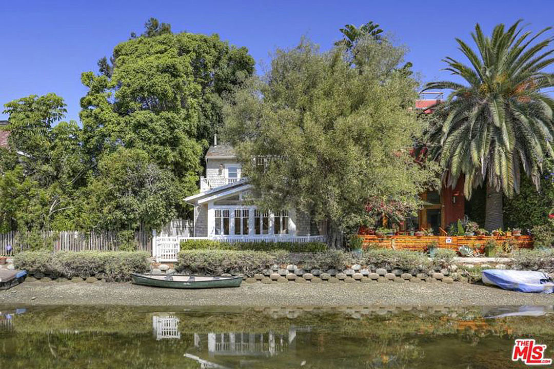 Ex-Chili Pepper John Frusciante Sells California Cottage for $2.8 Million