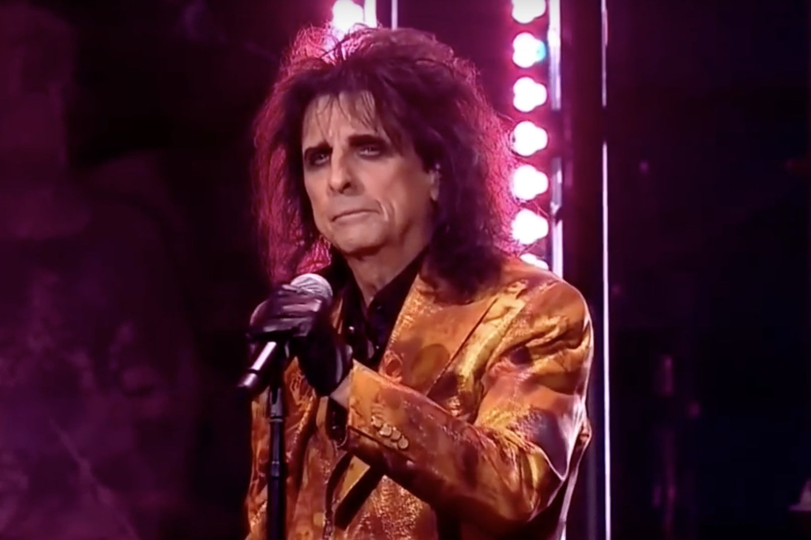 Twitter Has All Good Things to Say About Alice Cooper as King Herod in 'Jesus  Christ Superstar'