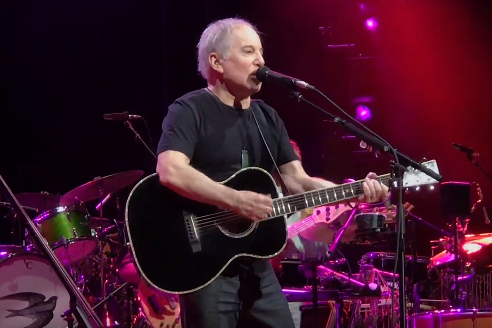 Paul Simon Plays Song He Hates for Oregon Fans
