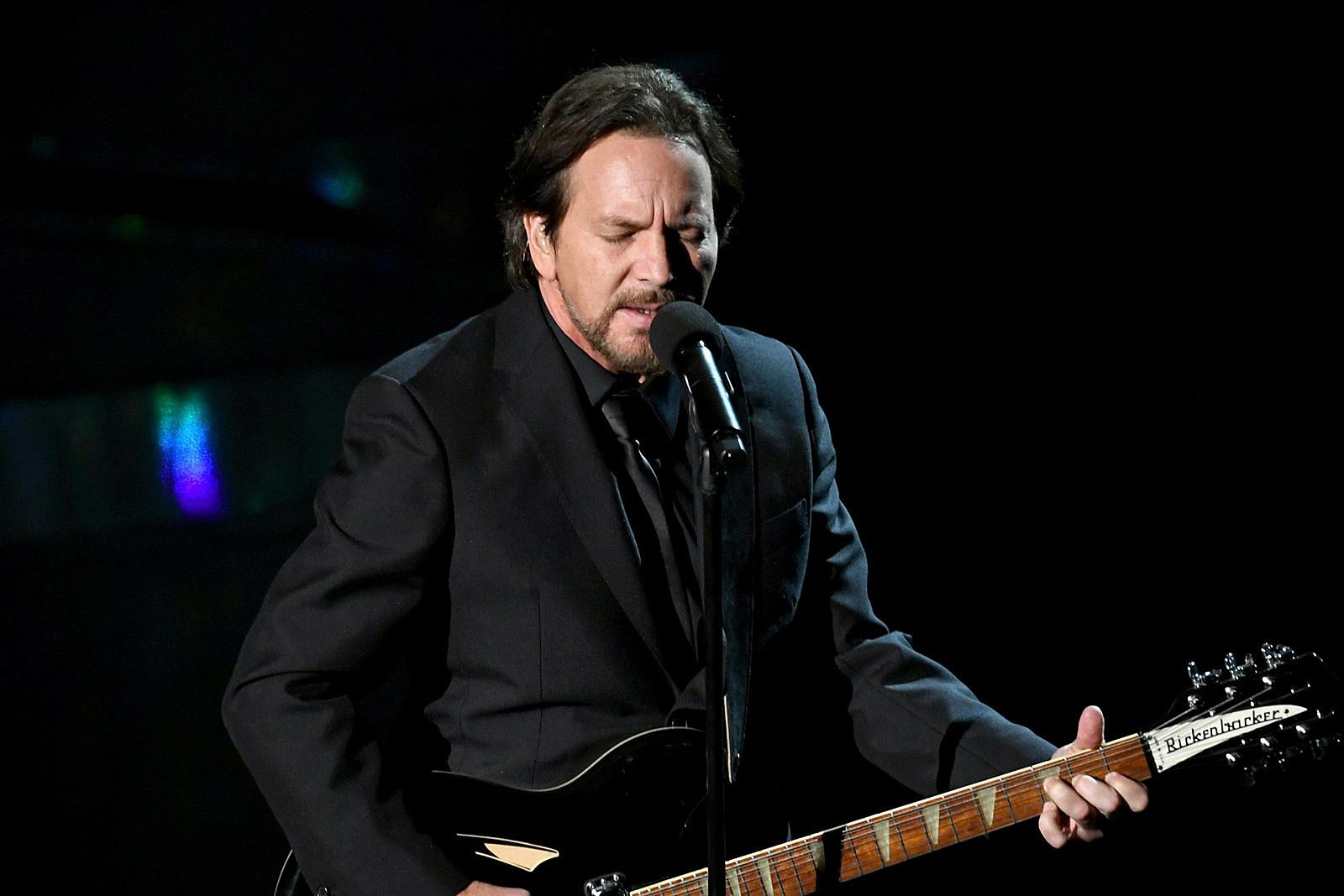 Eddie Vedder Completely Loses Voice Pearl Jam Show Postponed