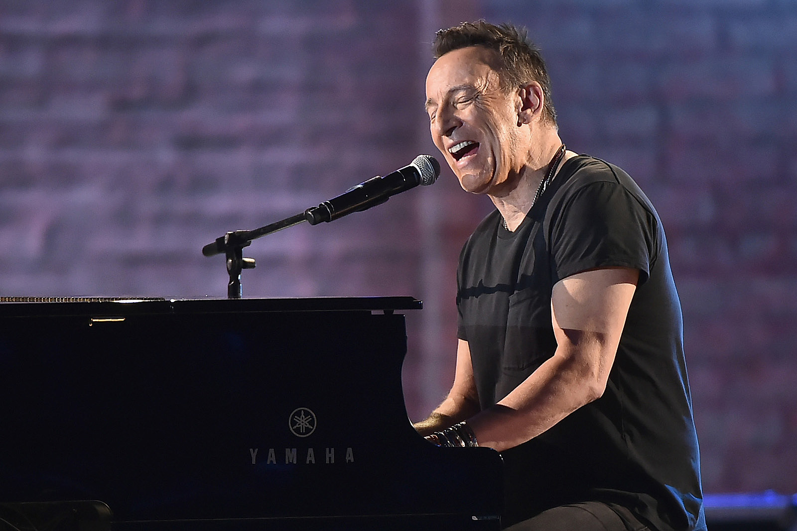Bruce Springsteen's Broadway Show Coming to Netflix