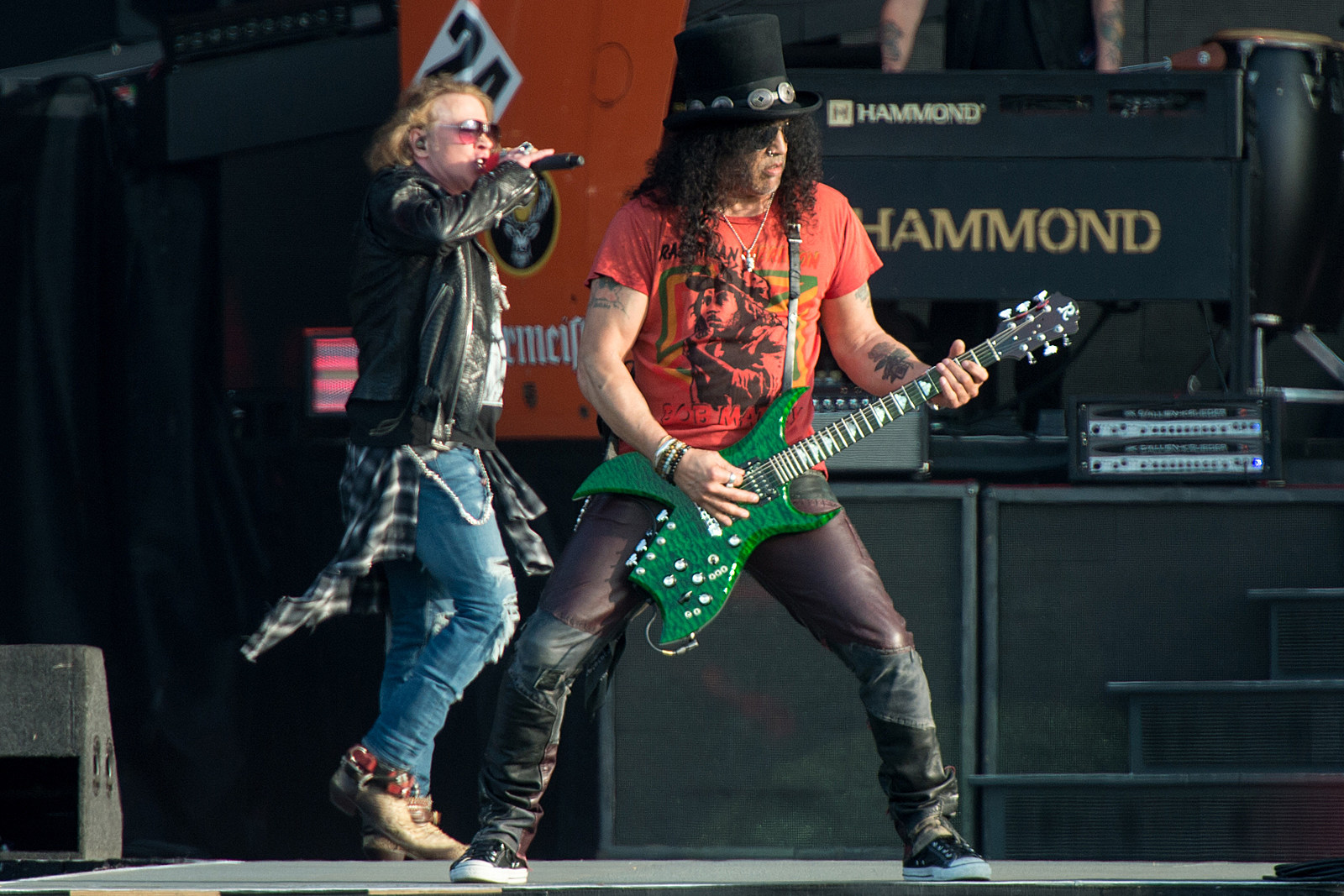 Slash Enjoys Playing Guns N Roses Chinese Democracy Songs