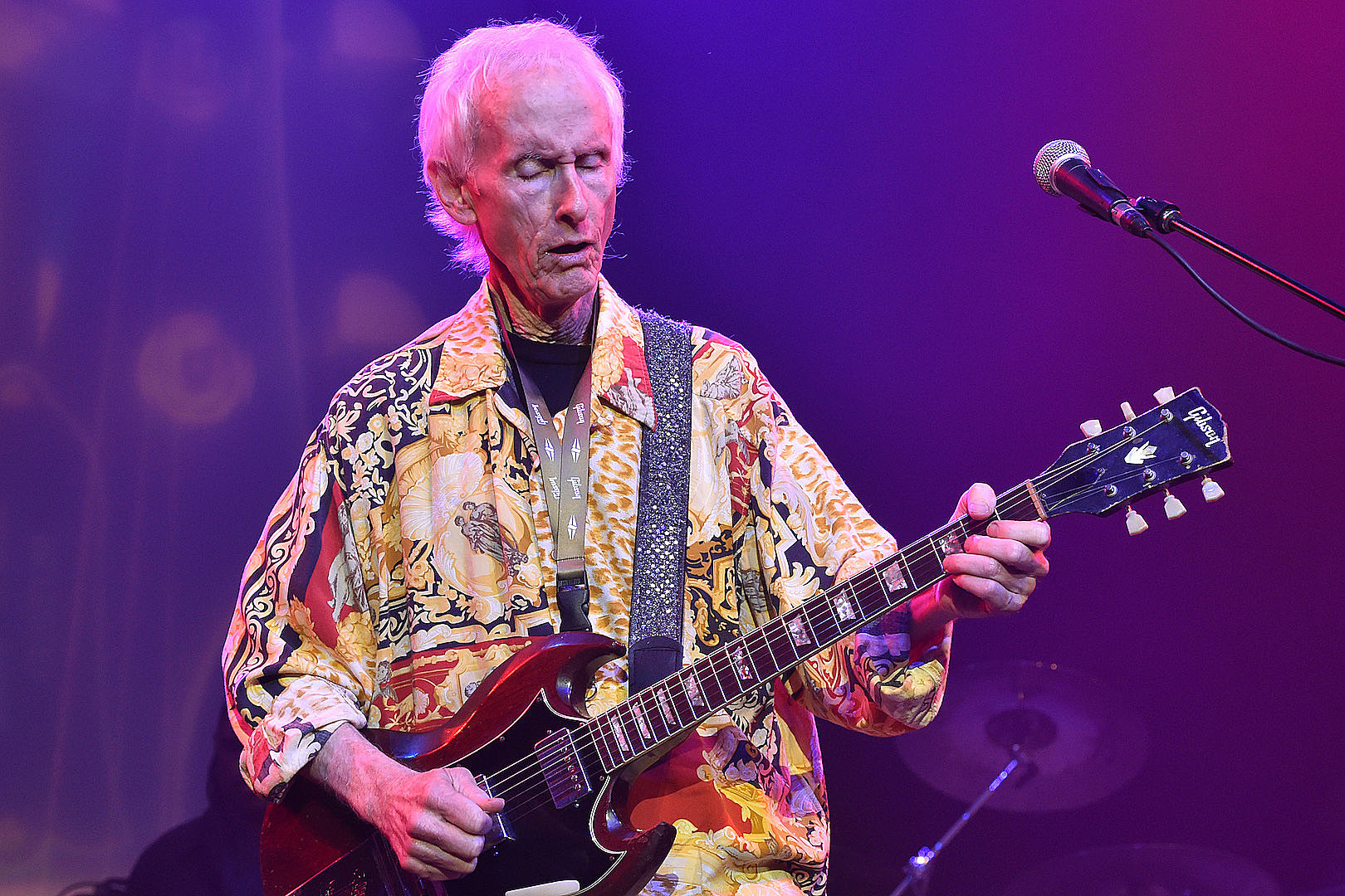 Watch the Doors' Robby Krieger Play His Favorite Guitar Riffs