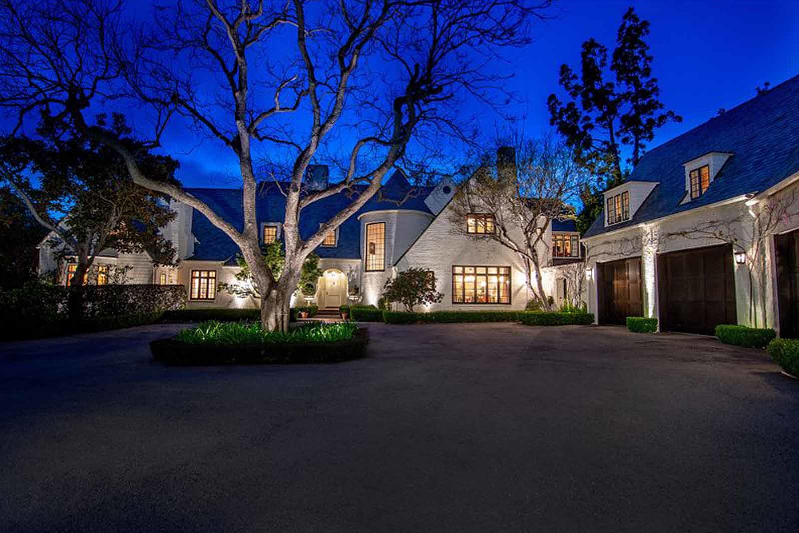 Lindsey Buckingham Sells 'Extremely Private' Compound for $28 Million