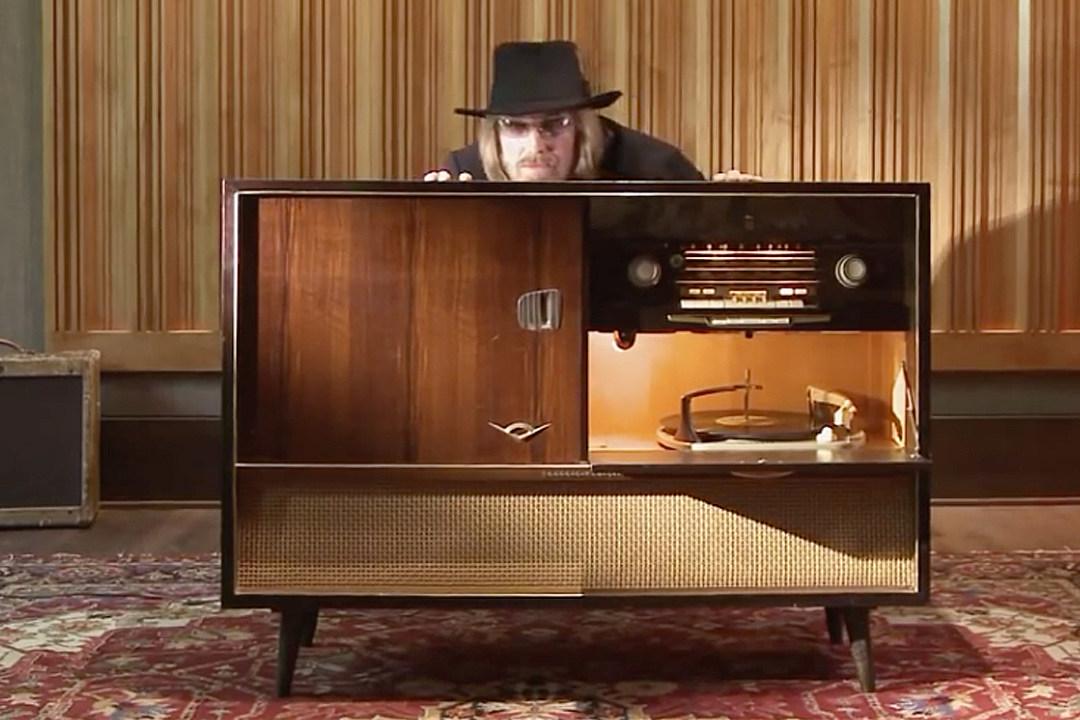 """How Tom Petty Mourned Vinyl's Demise on 'Full Moon Fever""""s Hidden Track"""