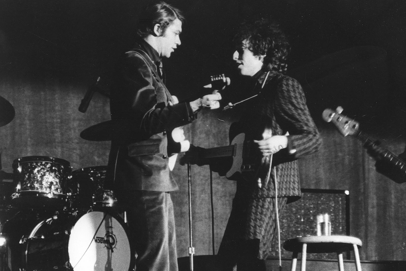 Robbie Robertson Recalls 'War' of Bob Dylan Electric Tours