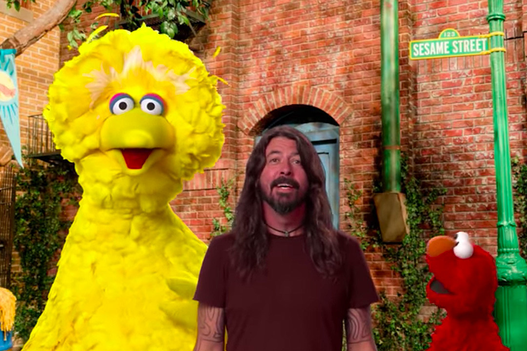 Watch Dave Grohl Sing With the Muppets on 'Sesame Street'