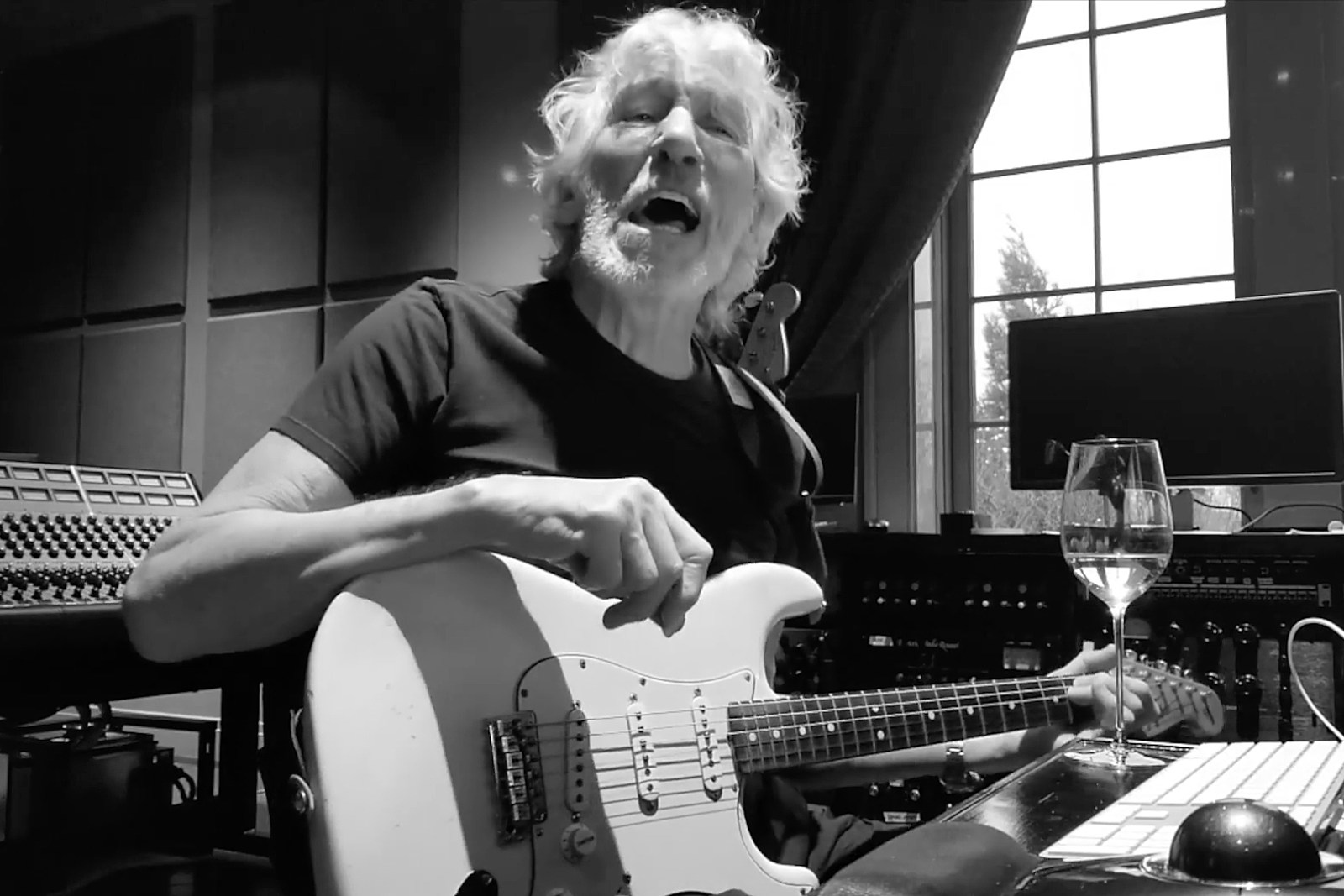 Roger Waters Covers Protest Anthem, Adds Lyrics Directed at Trump